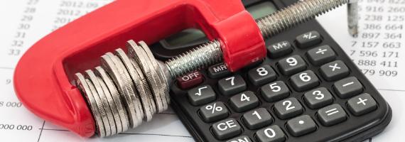 Czym jest monit i jakie są jego koszty?